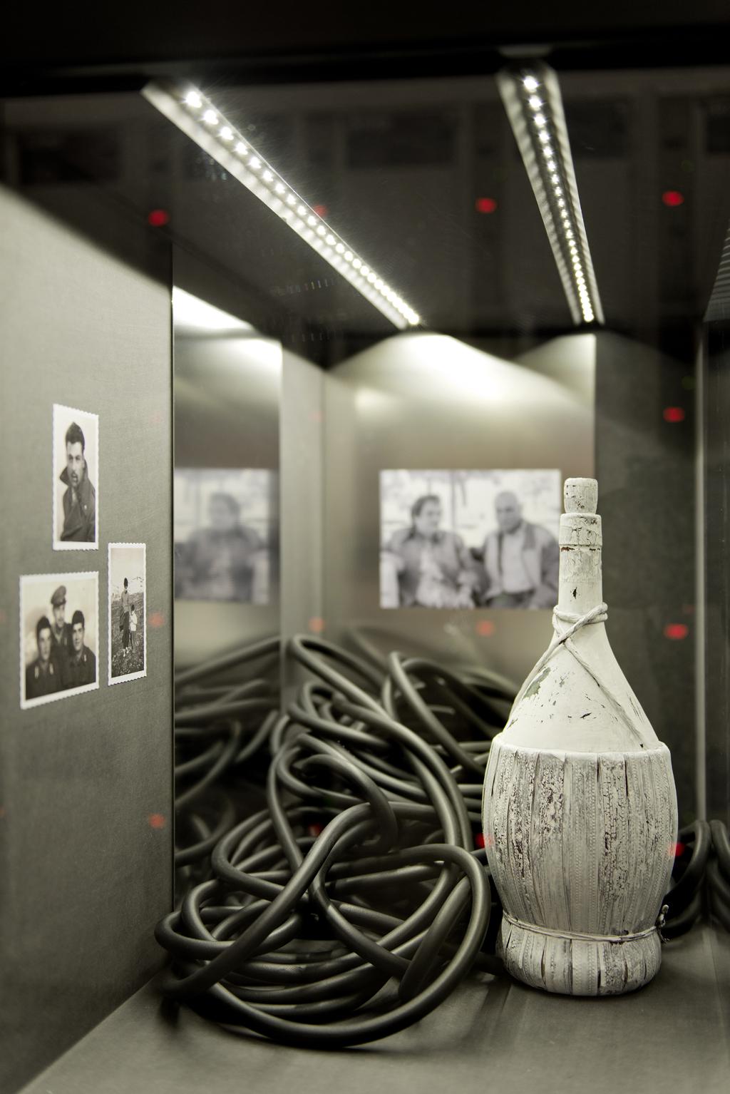 Warten an Gleis 11 | Detail Installationsansicht Nicolo Pau