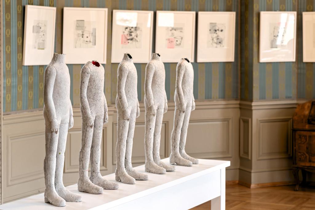 Raumanzüge für innere Werte 2018, Detail, skulpturale Objekte aus Seidenpapier